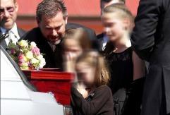 Husband and kids saying goodbye...So sad to see...