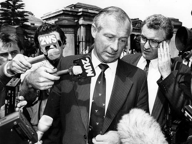 Former detective Roger Rogerson faces the media outside the NSW Supreme Court at Darlinghurst in 1989