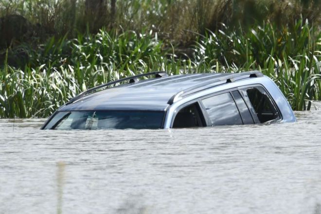 submerged-four-wheel-drive-in-a-lake-at-wyndham-vale-in-2015
